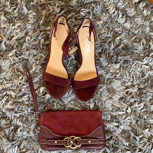Burgundy sandals with clutch